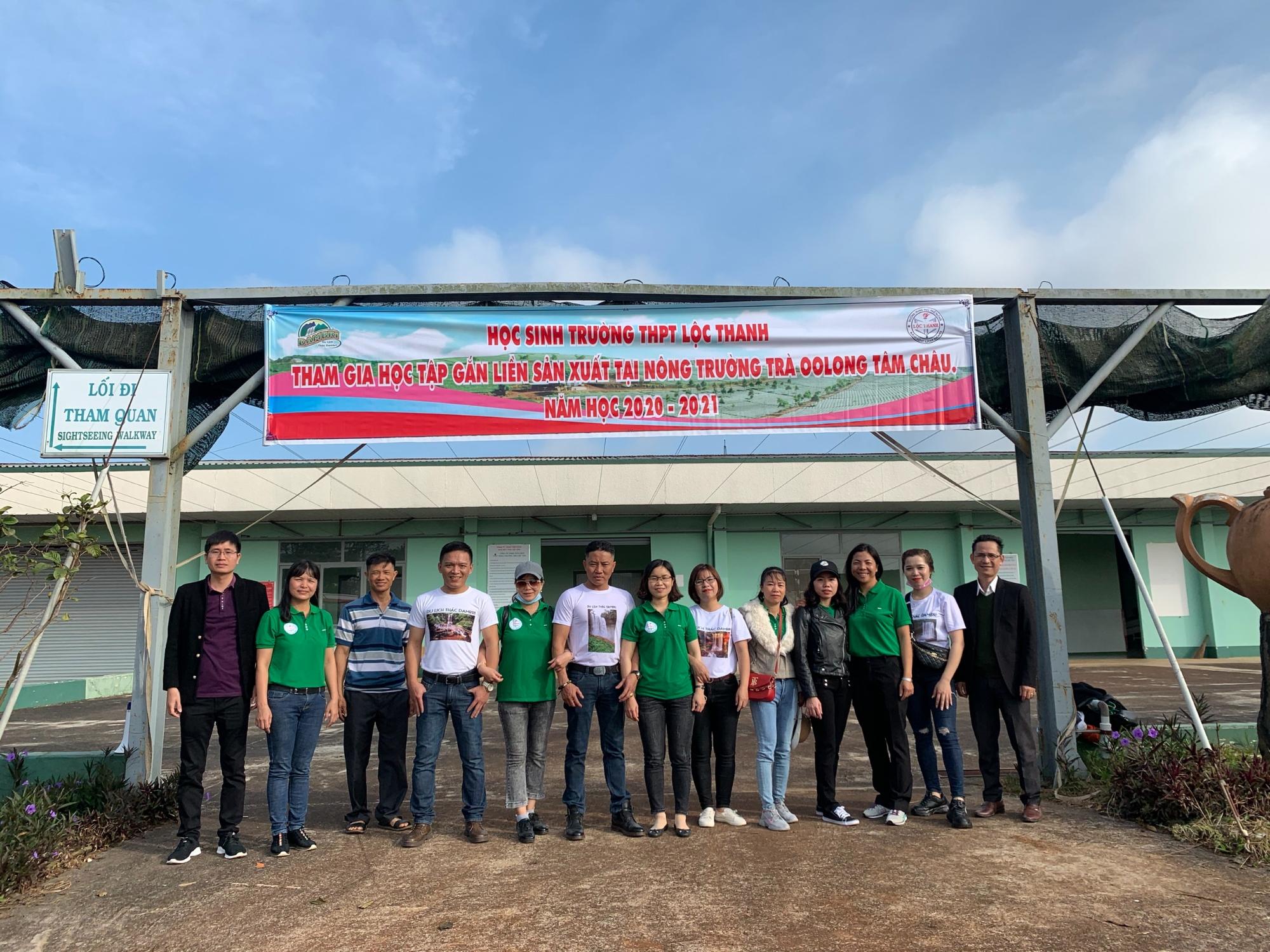 Ban Giám Hiệu Trường THPT Lộc Thanh Và Hướng Dẫn Viên Khu Du Lịch Thác Đamb'ri